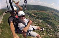 Parapente sur Millau - Photo Michel GAFFRE